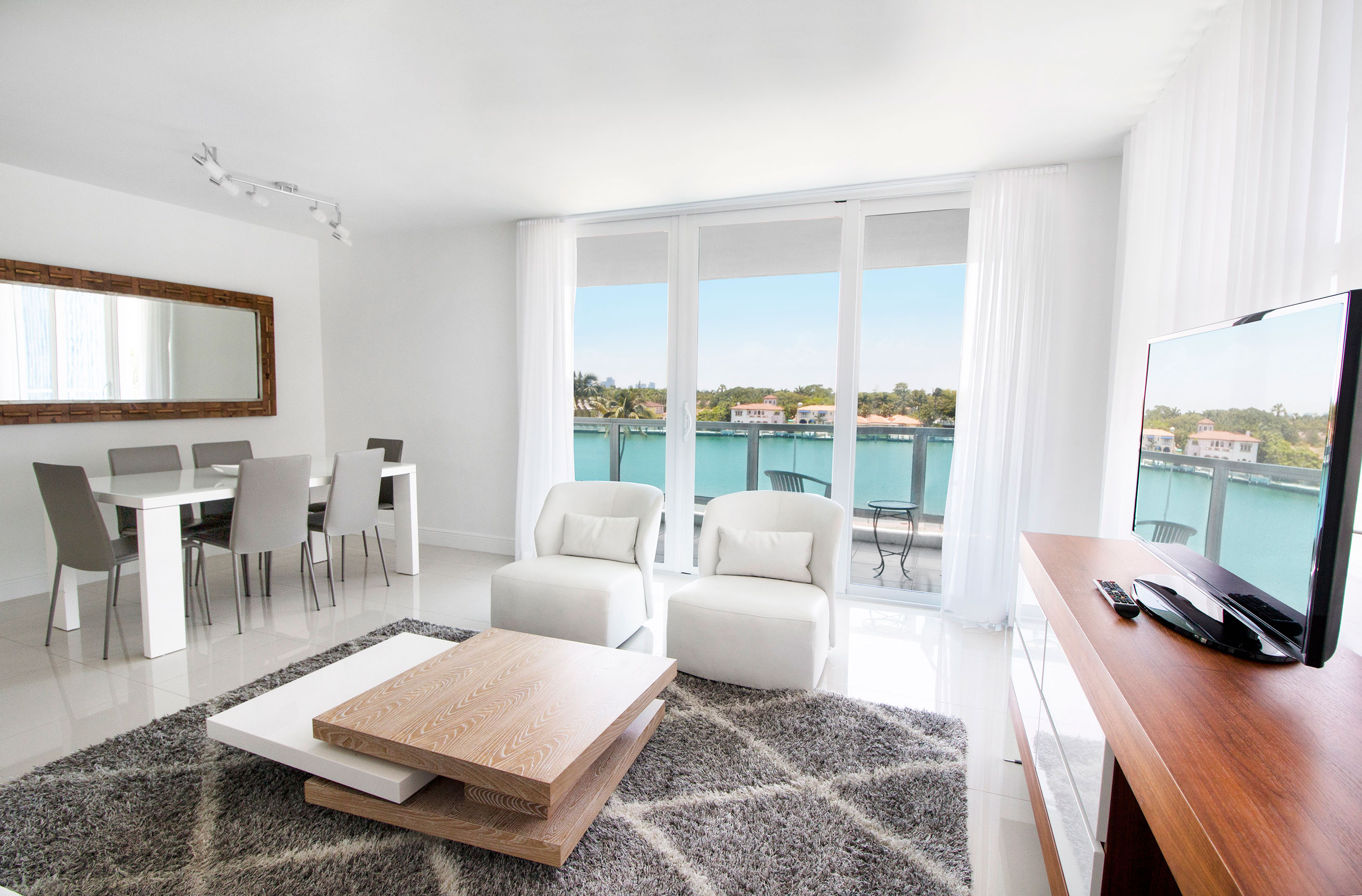 Photo gallery seacoast suites miami beach oceanfront hotel apartments for 2 bedroom suites on collins avenue